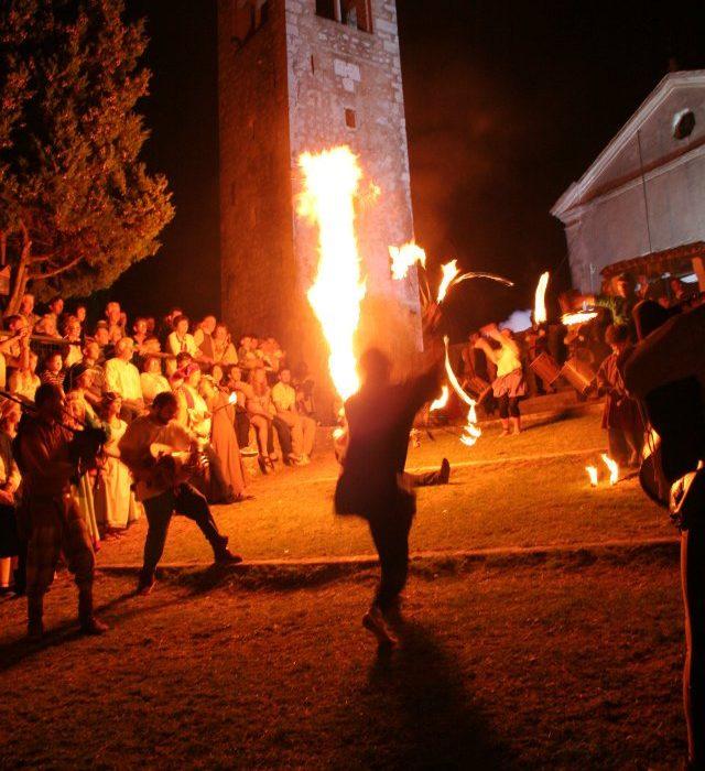 Incendio della rocca e giochi di fuoco castello di Caneva
