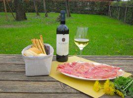 Degustazione-vini-e-salumi-Le-Favole